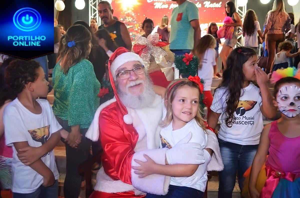 Alegria toma conta das crianças na Chegada do Papai Noel em atividade da Campanha de Natal das ACIP/CDL