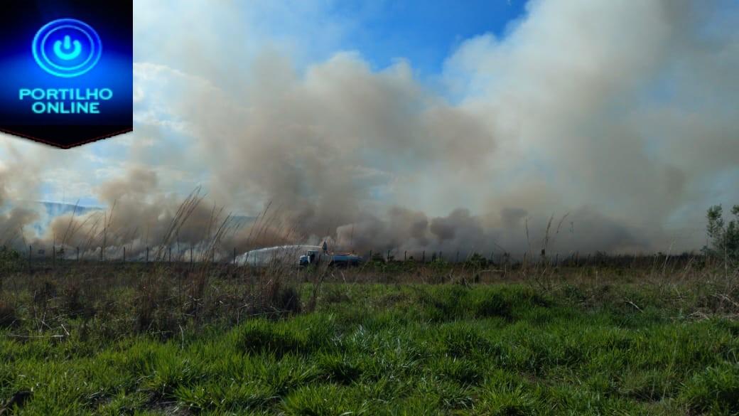 👉😡😠🚒🚒🚨🚔🔥🔥🔥Vândalos ateam fogo em braquiária próximo ao aeroporto e empresas correm risco de serem incendiadas.
