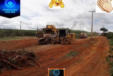 Estrada de DOURADOS sentido Bicão esta sendo toda aberta construção de cacimbas.